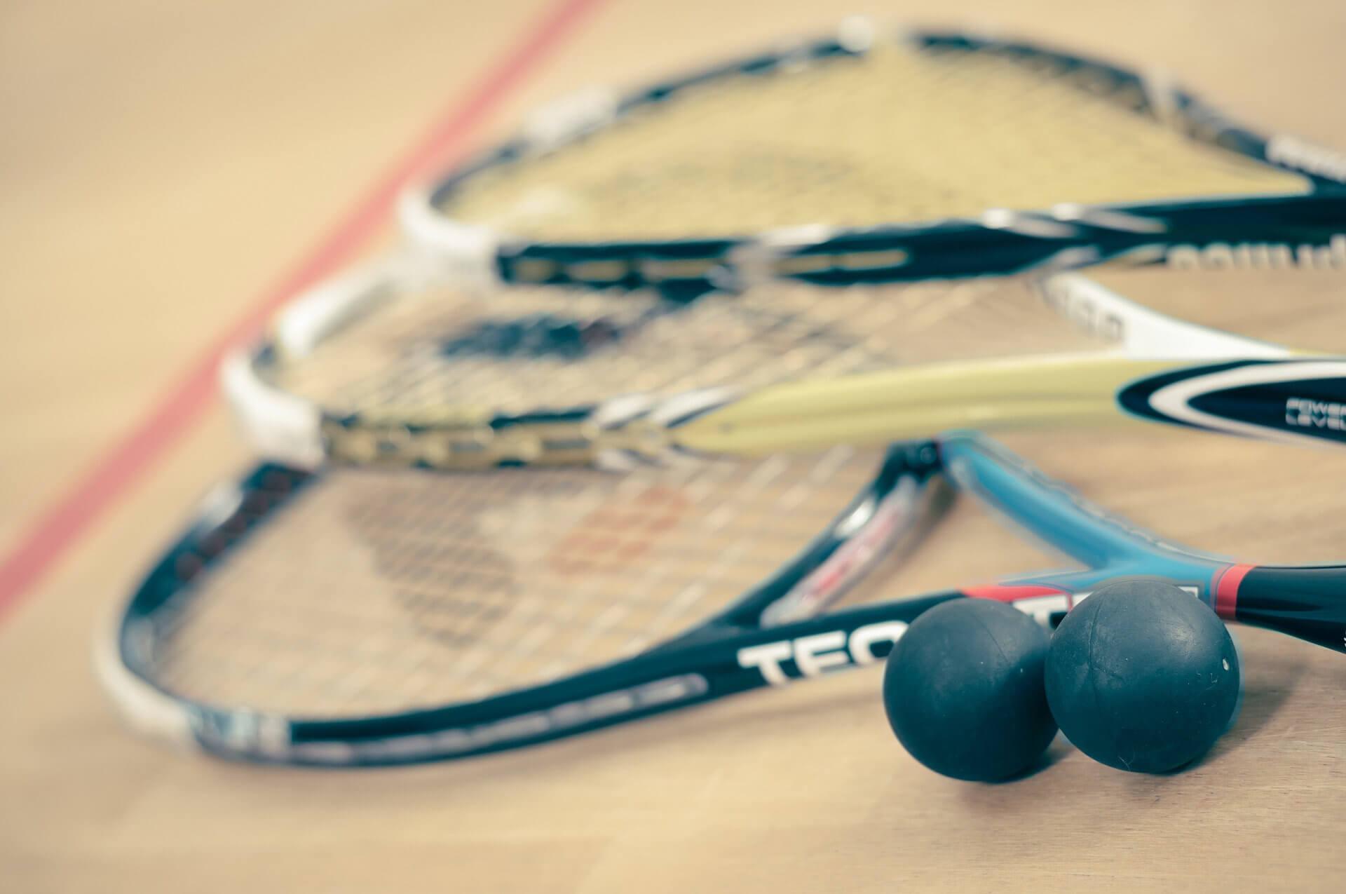 Rakiety do squasha - podstawowy sprzęt dla początkujących style=